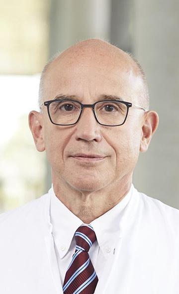 Профессор Хармут Денер
